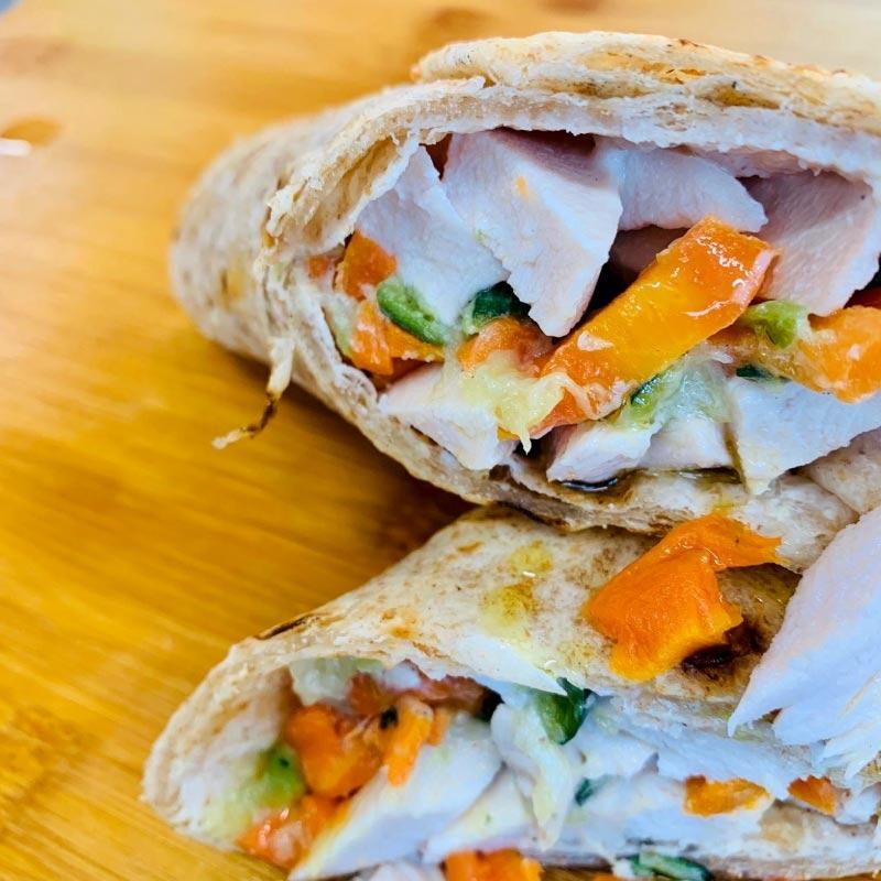 Pasti pronti   Tacos proteico con petto di pollo, carote, zucchine e salsa yogurt 2   100GRAMMI