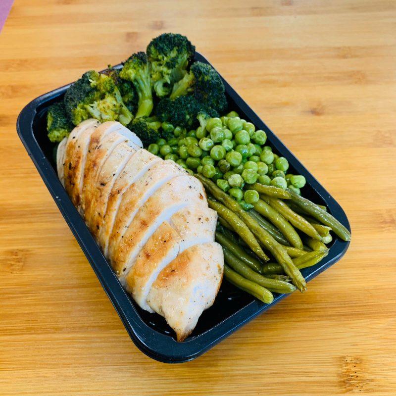 Pasti pronti | Petto di pollo grigliato con verdure verdi fagiolini, piselli e broccoli | 100GRAMMI