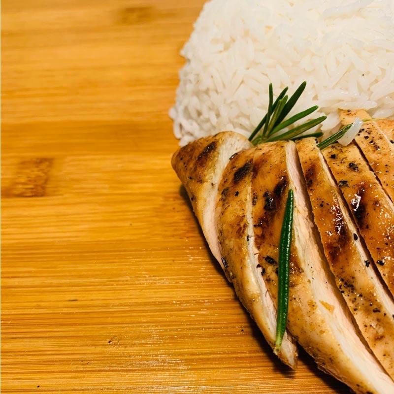 Pasti pronti | Petto di pollo grigliato con riso basmati, carote e broccoli 4 | 100GRAMMI