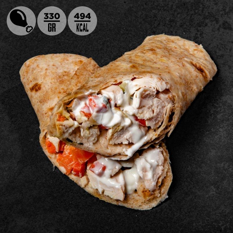 Tacos integrale con petto di pollo, carote, zucchine e salsa yogurt | 100Grammi